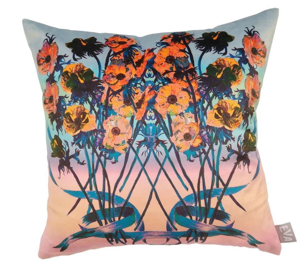 Декоративни възглавници на цветя, направени от висококачествени материали, с дизайнерски десени. Налични в различни размери.